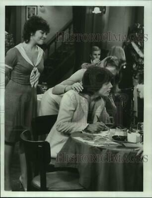 $13.88 • Buy 1982 Press Photo Erin Moran & Scott Baio In  Joanie Loves Chachi  On ABC