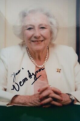 £29.99 • Buy Dame Vera Lynn RIP 'Forces Sweetheart', Hand Signed 6  X 4  Photo.