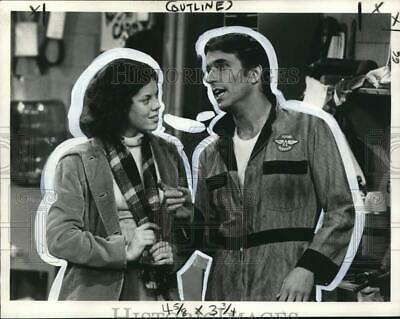$17.88 • Buy 1976 Press Photo Erin Moran & Henry Winkler On  Happy Days  TV Series