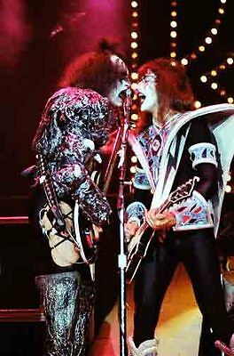 12 *8  Concert Photo Of Gene Simmons/Ace Frehley Of Kiss - Wembley In 1980 • 3.99£
