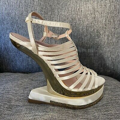 Curve Wedge Strappy White Sandals Size 4 • 7£
