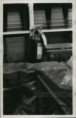 1988 Press Photo Out Of Date Extinguisher Is Fire Code At Berry High Hoover AL • 15.66£