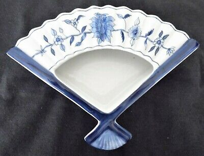 Ceramic Fan Shaped Ashtray/Dish Blue And White Floral Pattern Birthday Gift Idea • 8.95£