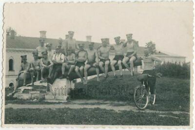 $ CDN35.19 • Buy Handsome Shirtless Étreindre Hommes Soldats Bicycle Antique Cppr Photo