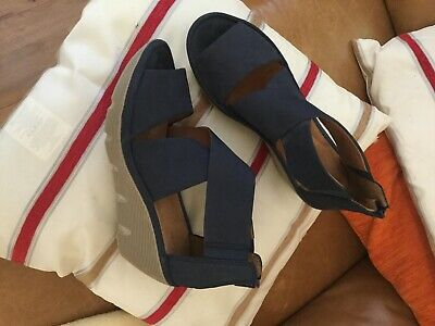 Clarks Artisan Sandals Size 6and Half • 12£