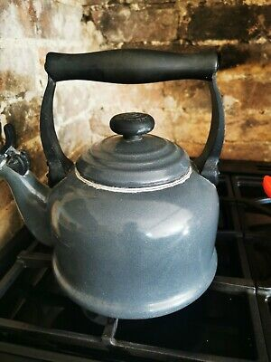 Le Creuset Traditional Stove-Top Kettle With Whistle- Black • 17.10£