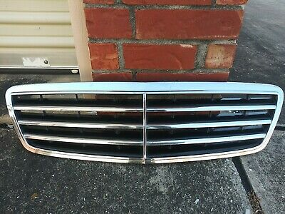 $140 • Buy 2005-2007 Mercedes Benz C230 Chrome Grill Factory OEM