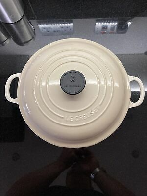 Le Creuset Cream Cast Iron Shallow Round Casserole (26 Cm) – Good Condition • 71£