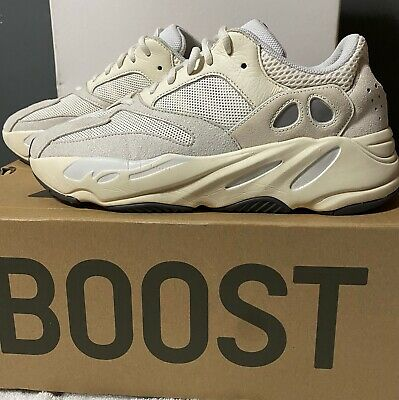 $ CDN389.25 • Buy Yeezy Boost 700 Analog Size 10.5 Excellent Condition 350