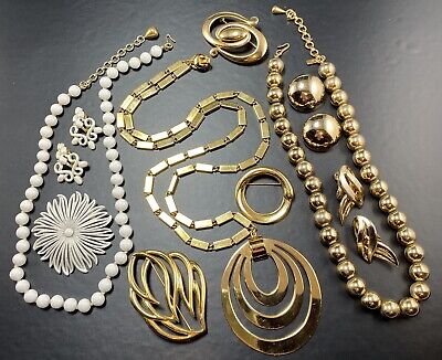 $ CDN1.32 • Buy MONET All Signed Vintage Jewelry 10pc Gold Tone White Enameled Lot2