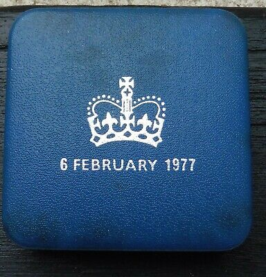 1977 Hm Queen Silver Jubilee Silver Proof Crown • 18£