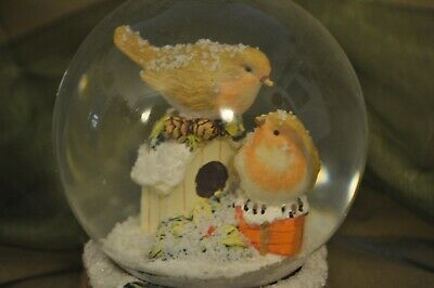 Large Christmas Snow Globe Of Festive Robins .Great Gift • 8£