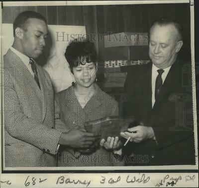 $ CDN25.20 • Buy 1967 Press Photo Lem Barney And Wife At Ceremony With Billy Meadows, Mayor