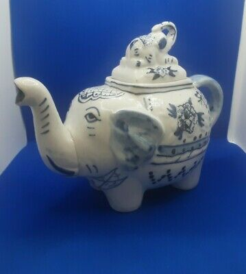 Vintage  Ceramic Elephant Shaped Teapot • 12£