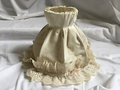 VINTAGE 1970s Boudoir Cream Round Lampshade With Lace Border  • 18.79£