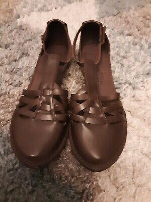 Clarks Ladies Sandals Size 7.5 Bnwot • 10£