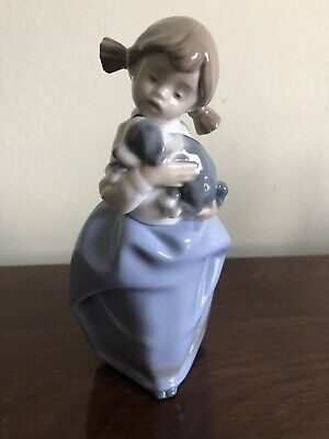 Nao Little Girl With Puppy  • 10.50£