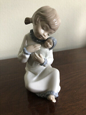 Nao Little Girl With Doll • 10£