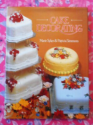Cake Decorating - Marie Sykes // Vintage 1987 Book  • 8.50£