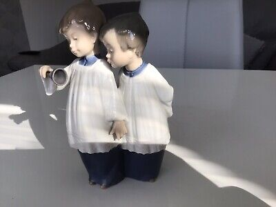 Genuine Nao Figurine Two Alter Boys Unboxed • 8.50£