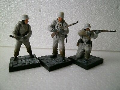 1/35 WW2 3 German Winter Soldiers With Bases Dragon CANDO • 10£