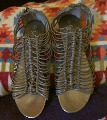 Beige Gladiator Sandals With Zipped Backs Size 6/7 Good Condition • 8£