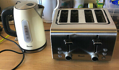 £24 • Buy Swan Retro Kettle & 4 Slice Toaster Pack - Cream - Used Good Condition