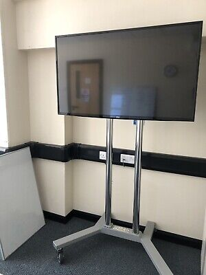 """£4.20 • Buy 49 """"LG Tv With Mobile Presentation Stand/trolley"""