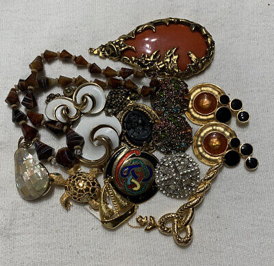 $ CDN31.13 • Buy Vintage Jewelry Lot Junk Drawer Estate Sale Earrings Necklaces And Brooches A-1
