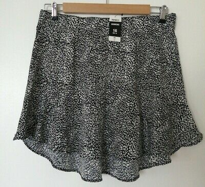£3 • Buy Ladies Flippy Short Skirt. Size 16. Brand New! Would Suit A Size 14 Aswell. 😎🌞