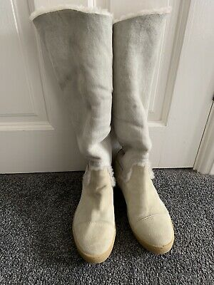 £200 • Buy Chanel Shearling Boots, Size 5
