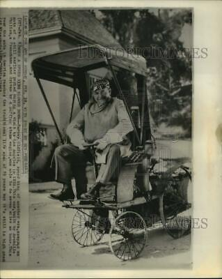 $ CDN25.16 • Buy 1963 Press Photo Barney Oldfield Rides A Vintage Car Built By Archille Philion