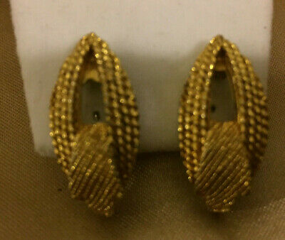 £6.89 • Buy VINTAGE Gold Colour Pointed Mesh Shape Clip On Earrings #3
