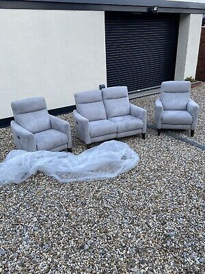 £950 • Buy Furniture Village Petit Electric Reclining 3 Piece Suite 2 Chairs And Two Seater