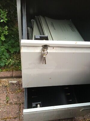 £0.50 • Buy 2 Drawer Filing Cabinet Used