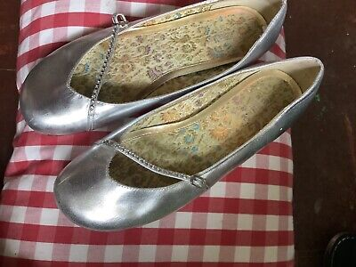 £3 • Buy Silver Seychelles Shoes Size 6 With Diamonds Cross