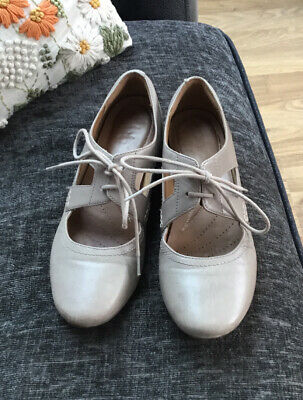 £3.50 • Buy Clarks Flat Shoes, Stone Colour, Two Laces At Front Size 5. Leather Insoles