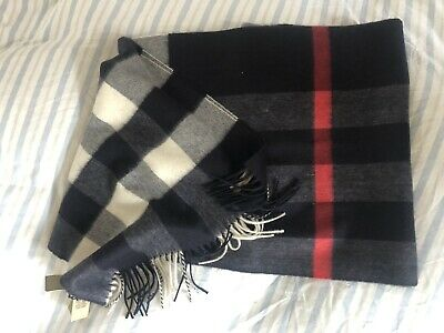 £150 • Buy Brand New Burberry Check Cashmere Scarf Navy
