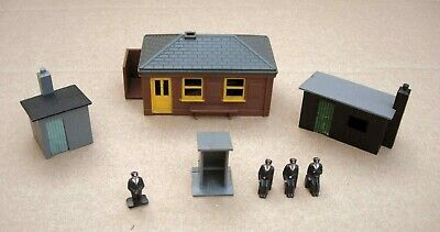 £2 • Buy Tri-ang Waiting Room R62, Trackside Buildings R84/1/2/3 And Station Staff