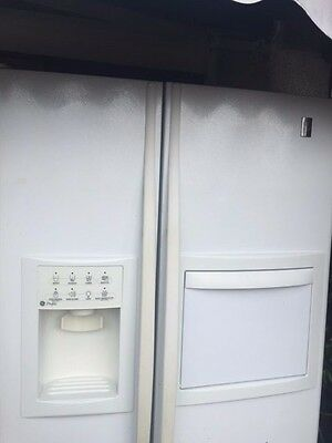 View Details GE Refrigerator - Freezer Side By Side With Ice And Water Dispenser. • 500.00£