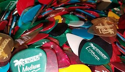 $ CDN31.08 • Buy Lot Of 100 FENDER Clears Guitar Picks Assorted Colors Thin Medium Heavy