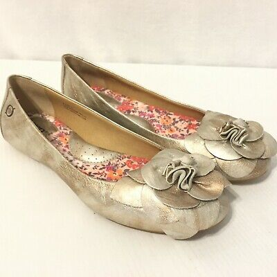 234fb0edd0e7 BORN Size 6 Silver Metallic Leather Ballet Flats Shoes Slip On - Floral  Front • 19.95