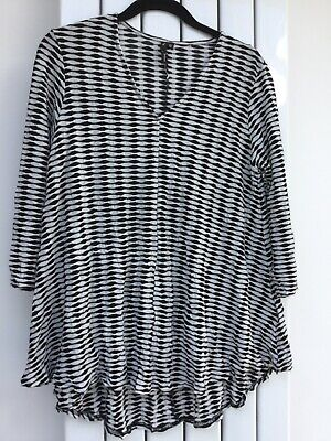 £20 • Buy Yong Kim Crinkle Top With V- Neckline And Swing Hemline Black/White Size 10 New