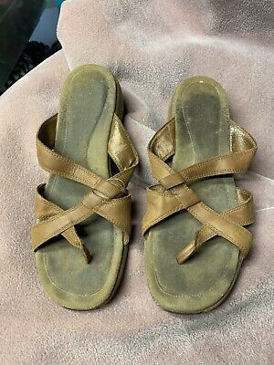 $10.02 • Buy Womens Merrell Sundial Cross Tan Leather Sandals Thong Wedge Size 9