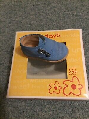 Just The Right Shoe For Kids School Days • 8£