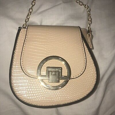 Nude Cross Body Bag With Gold Chain BRAND NEW • 3£