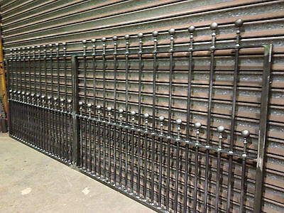 NEW IRON DRIVEWAY GATES  5FT HIGH HEAVY DUTY /INDUSTRIAL 2xGATE POSTS INCLUDED • 655£