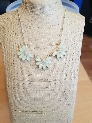 £3.77 • Buy Fashion Jewellery Statement  Necklace White Flower Design Silver Tone Chain