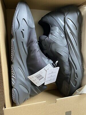 $ CDN400 • Buy Adidas Yeezy Boost 700 MNVN Black 100% Authentic - Size 11