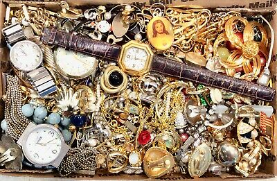 $ CDN6.79 • Buy Unsearched Vintage To Now 3 Lbs Brooch Necklaces Earrings Jewelry Lot Sold As Is